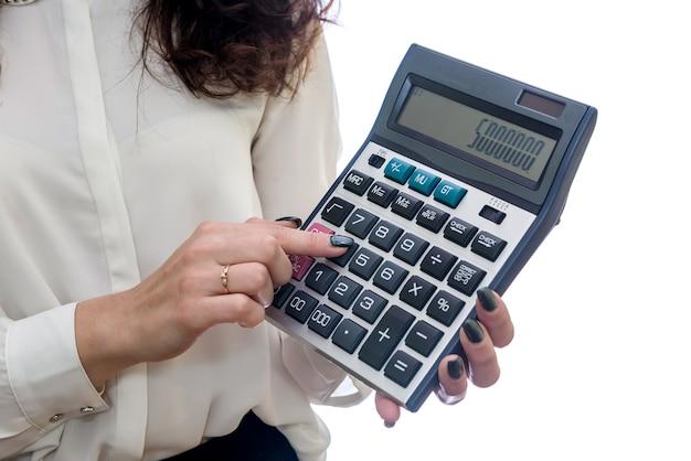 흰색 배경에 고립 된 계산기와 여자 프리미엄 사진