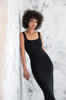 Woman with curly hair posing in a confident way