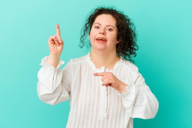 다운 증후군을 가진 여자는 춤과 재미를 격리합니다.