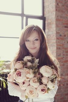 Женщина с цветами