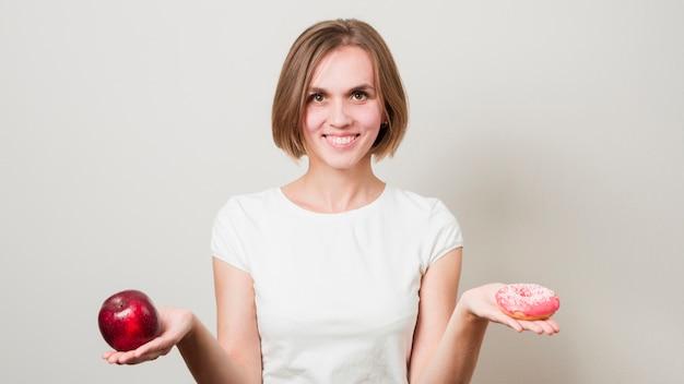 Donna con cibo