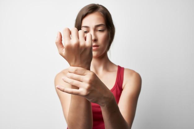 부상당한 팔 구성 건강 문제 치료를 가진 여자