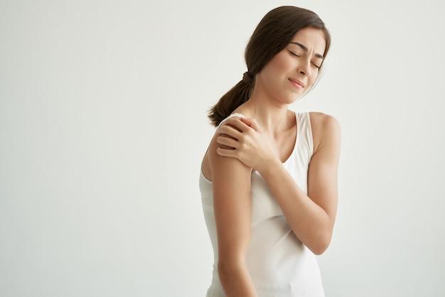 관절 통증 건강 문제 불만 밝은 배경을 가진 여자