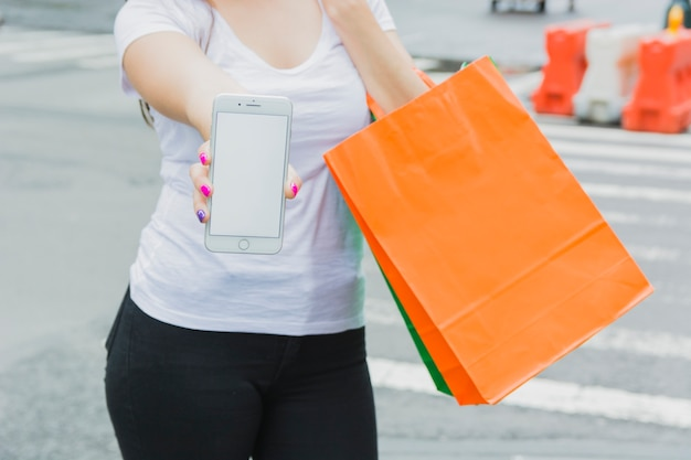 女性、電話、ショッピングバッグ