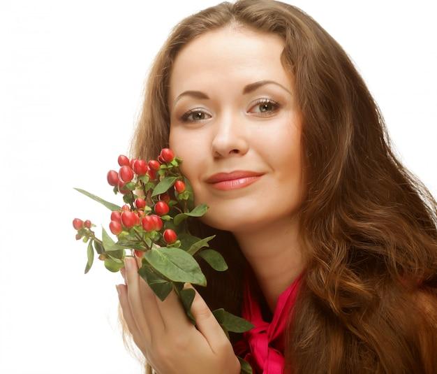 ピンクの花を持つ女性