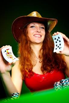 Женщина с игральными картами