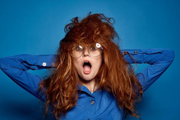 Женщина с лохматыми волосами удивила сумасшедшего