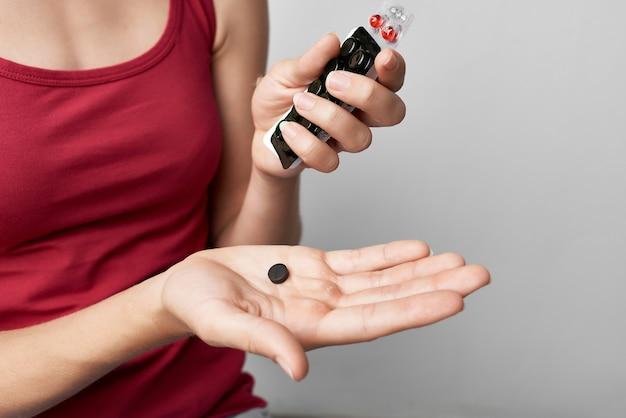 手治療薬局ライフスタイル療法で便を持つ女性