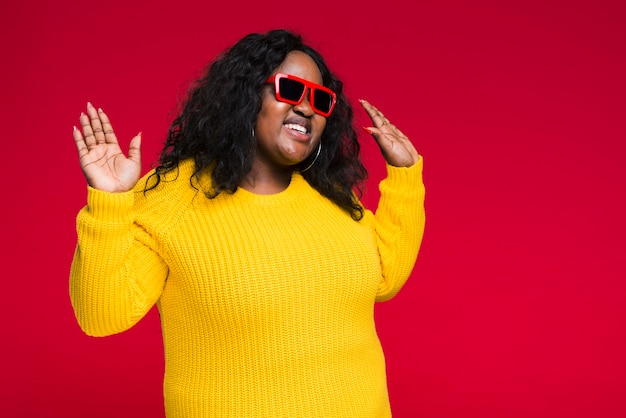 Woman with sunglasses dancing