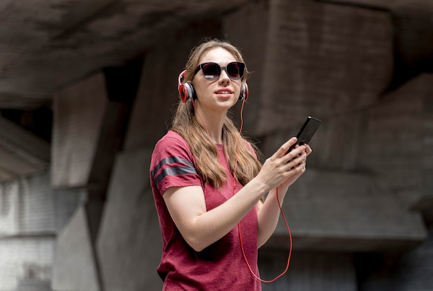 Woman with sunglasses listening music