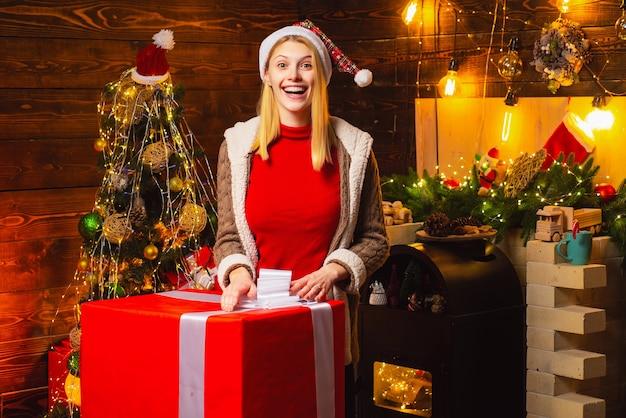 여자 나무 인테리어 크리스마스 장식