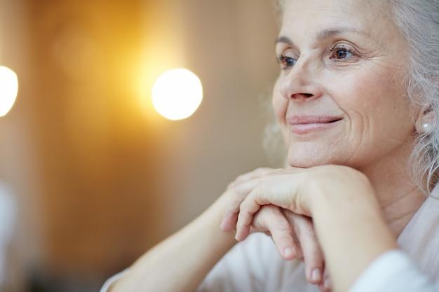 穏やかな老womanの肖像画