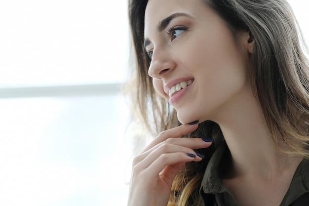 Profilo del viso della donna