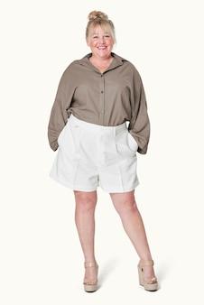 女性の茶色のシャツプラスサイズのファッション