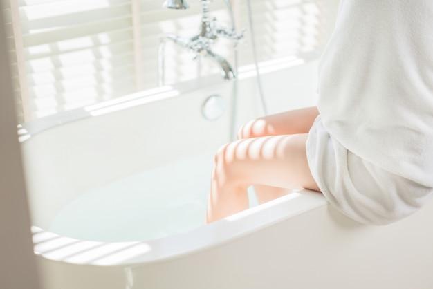 Women are bathing in the bathtub.
