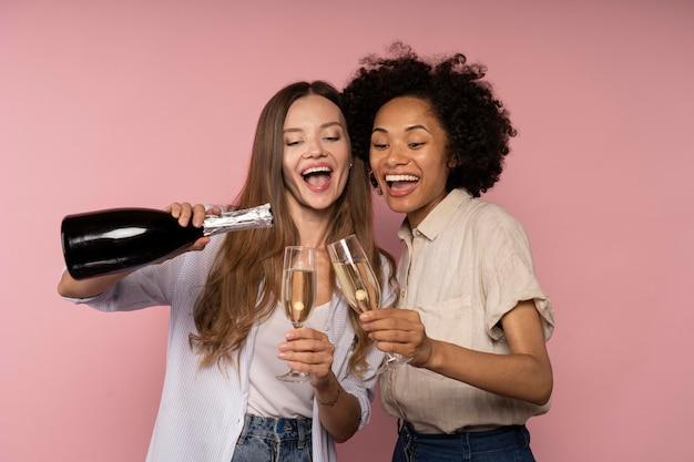 Женский праздник с бокалами шампанского и бутылкой