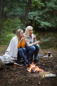 Donne nella foresta