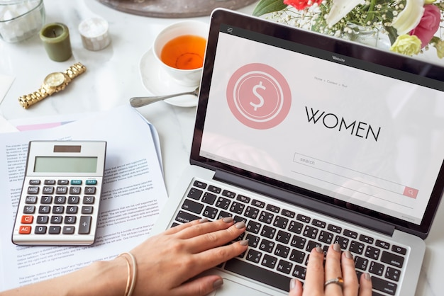 女性女の子女性女性オンラインショッピング女性のコンセプト