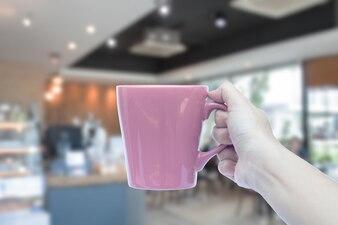 女性、手、保有物、マグカップ、ぼやけた、カフェ