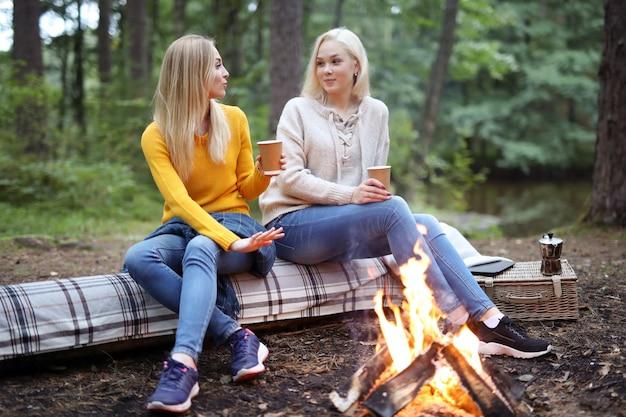 Женщины в лесу