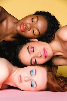 색상과 다양성의 여성 여름 아름다움 촬영