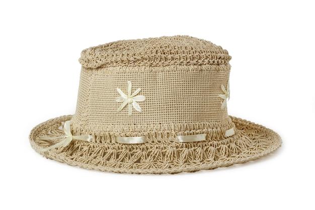 흰색에 고립 된 합성 섬유로 짠 여자 비치 모자