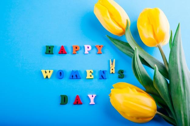 Женский день надписи с желтыми тюльпанами