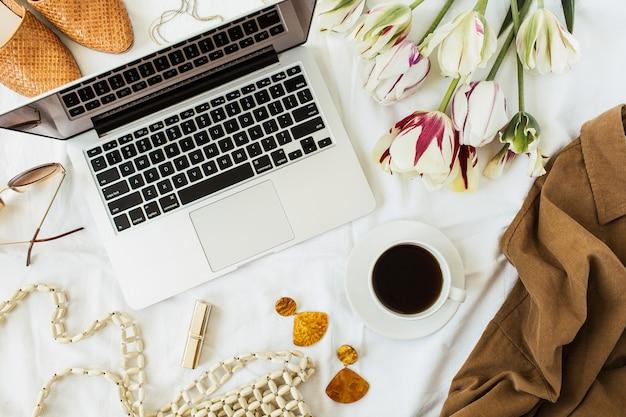 女性のファッション/美容ブログホームオフィスデスクワークスペース