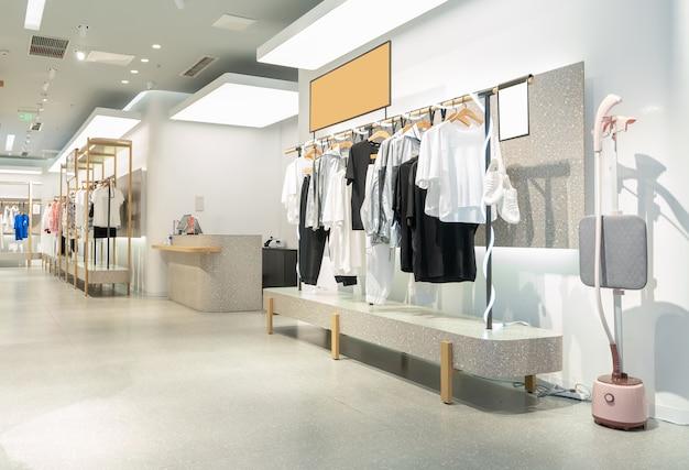 ショッピングセンターの婦人服店
