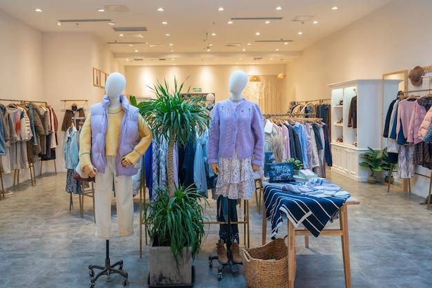 Магазин женской моды в торговом центре
