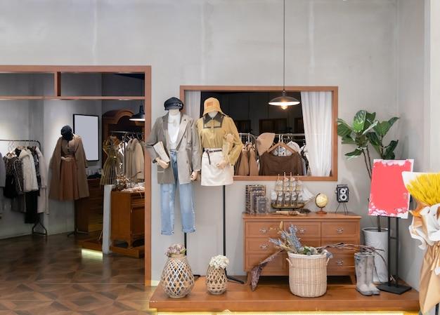 쇼핑 센터의 여성 패션 매장