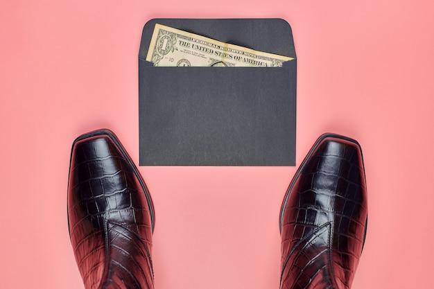 Кожаные женские туфли с конвертом денег