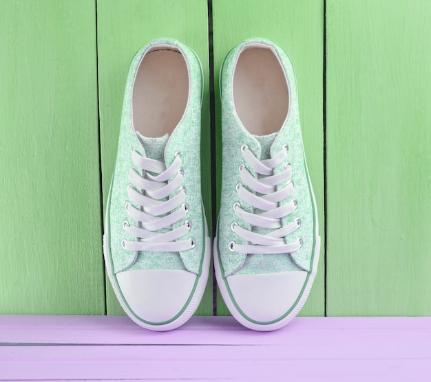 Women's retro hipster sneakers with white laces