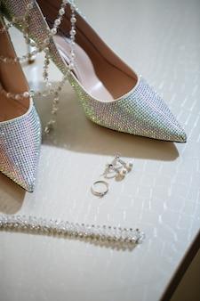 女性の靴、結婚式の靴、花嫁の靴