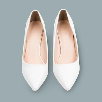 女性の白いハイヒールの靴のファッション