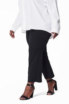 女性の白いシャツの黒いズボンプラスサイズのファッション