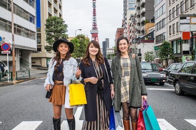 Шоппинг женщин в токио