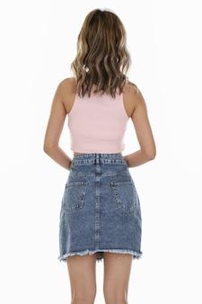 Женская юбка снимает в студии
