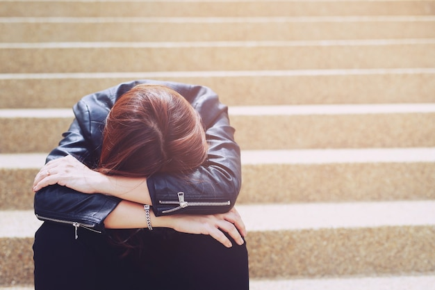 Женщины в стрессе от работы из-за covid 19