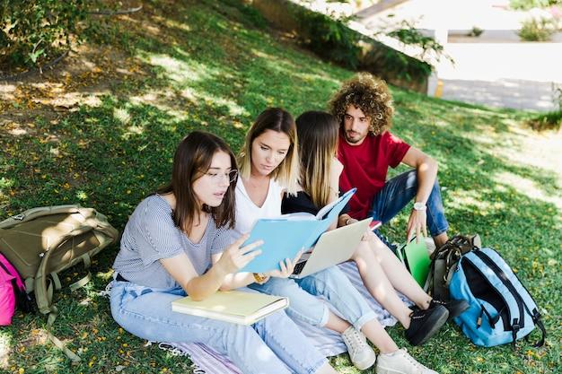 Women studying near talking friends Free Photo