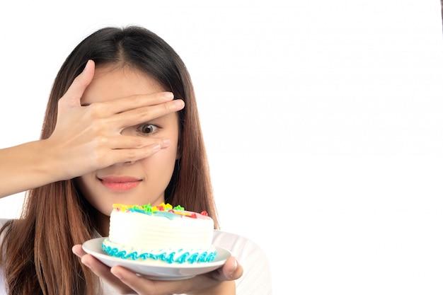 ケーキに対する女性は白い背景で隔離。