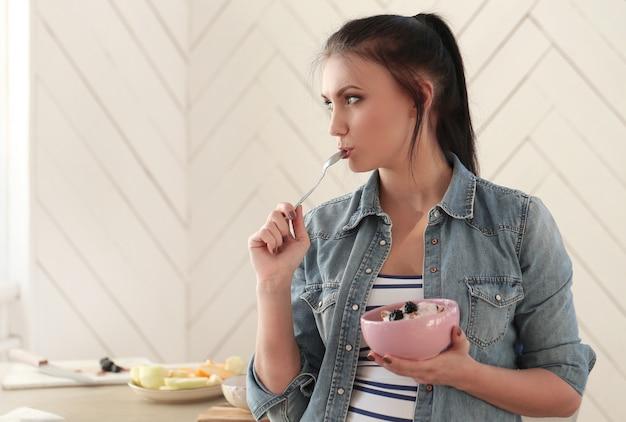Women with her breakfast