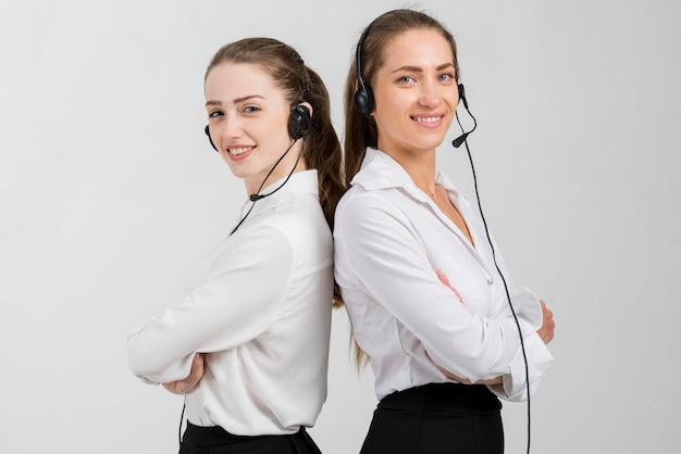 콜센터에서 일하는 여성