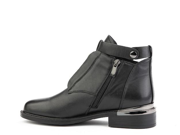 レディース秋の黒革ジョッパーズブーツ孤立した白い背景左側面図ファッション靴