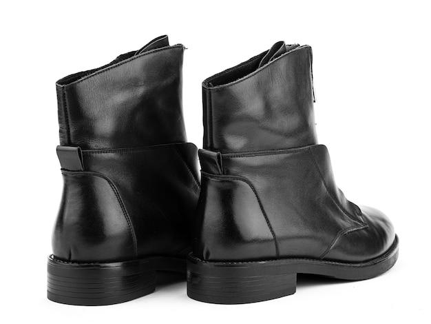 レディース秋の黒革ジョッパーズブーツ、ジッパーと平均的なかかとは白い背景を分離しました