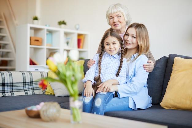 女性の家族の肖像画
