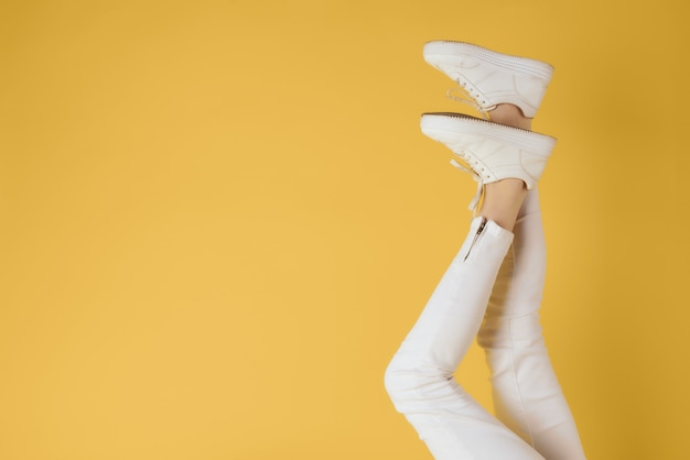 Womens inverted feet white sneakers fashion street style