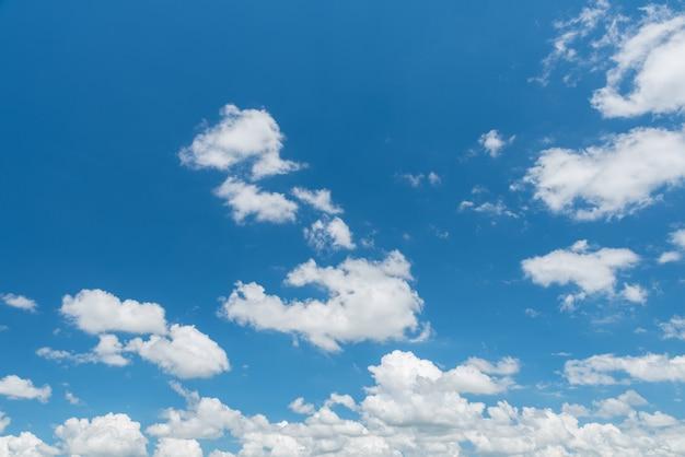 素晴らしい青空と白い雲のパノラマ