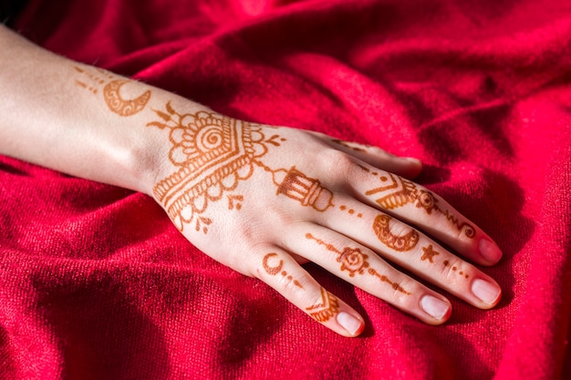 Wonderful mehndi paints on woman hand