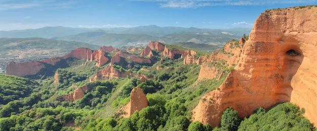 スペイン、レオンの古代ローマ鉱山las medulasの素敵なパノラマ風景。